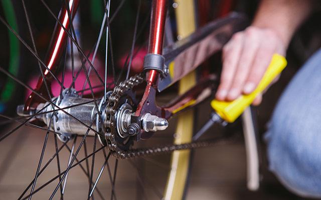 Mazanje verige na kolesu