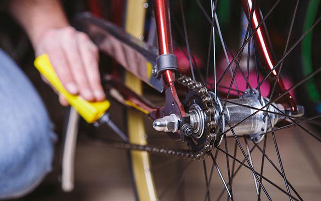 Razmaščevalno čistilo za verigo kolesa