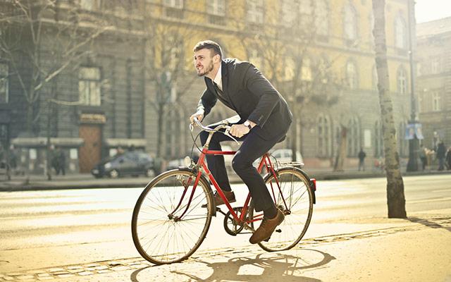 S kolesom na delo