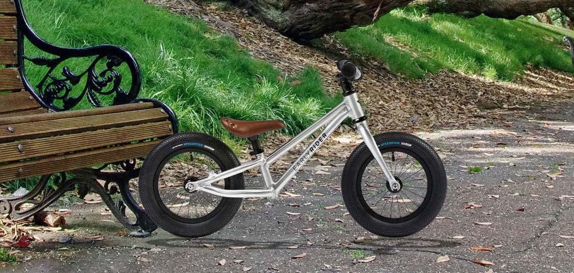 Pod drobnogledom: Poganjalec Early Rider Charger 12